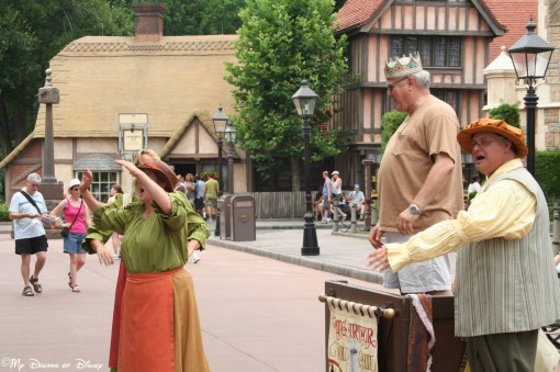 I love the street performers over by the United Kingdom Pavilion!