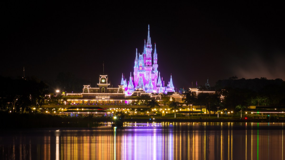 A Magic Kingdom Virtual Christmas Tour