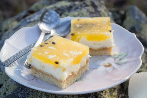 Pineapple Passionfruit cheesecake slice-17