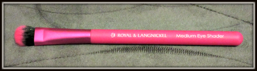 Ipsy Review October 2015 Review-Royal and Langnickel Medium Eye Shader