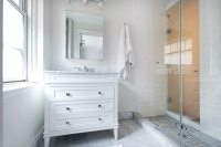 5 Tips for Doing Your All-White Bathroom Design Well