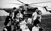 Eens geland op USS Midway moesten de vluchtelingen zo vlug mogelijk weg van het vliegdek