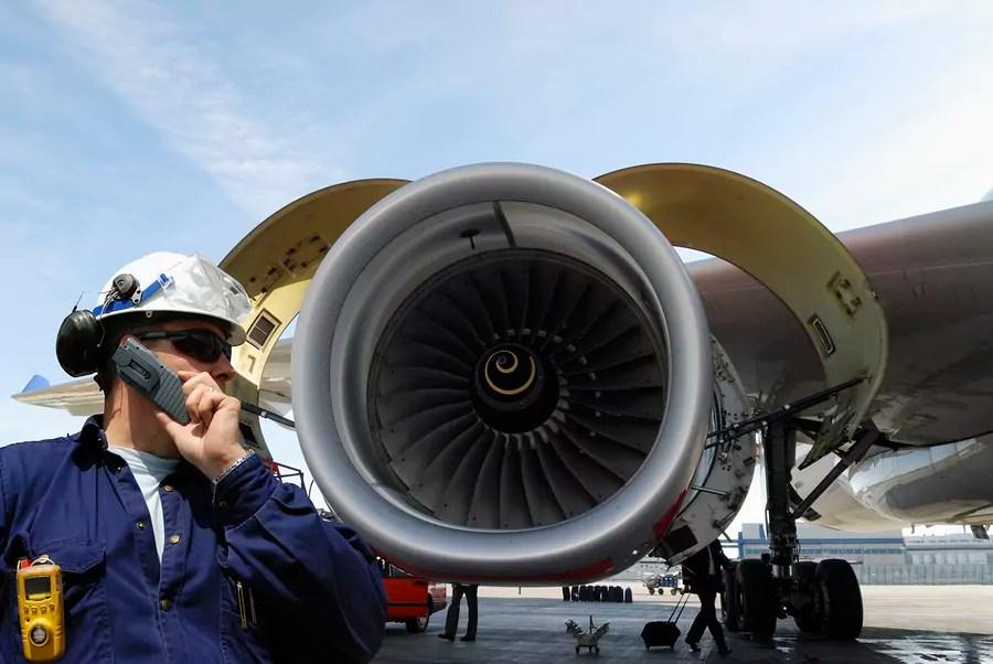 Aircraft Maintenance Technicians Job, Salary, and School Information