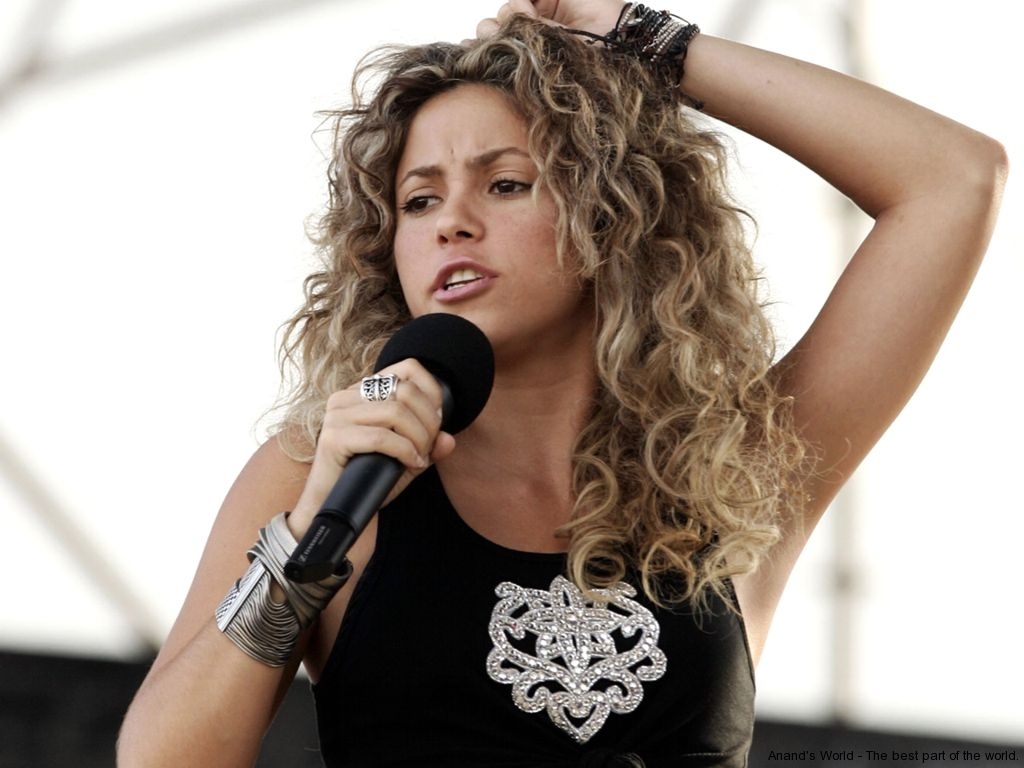 Great Car Wallpapers Shakira Hot Pictures Waka Waka Shakira Pictures Anand S