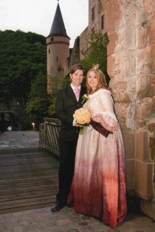 Brudklänning. Doppfärgad brudklänning i siden.