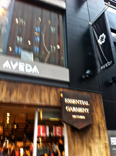 Look up! See Aveda (2F)?