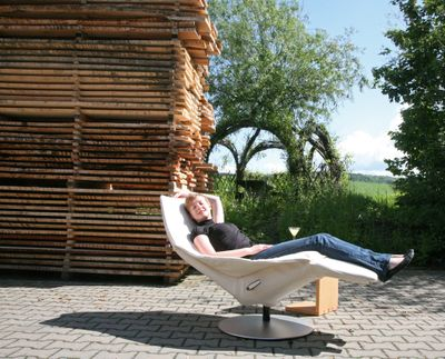 """Sie nennt es Arbeit: der neue Jori Relaxsessel """"Icarus"""""""