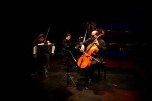 FAE – Frei aber Einsam – Das Ensemble KONTRASTE in der Nürnberger Tafelhalle