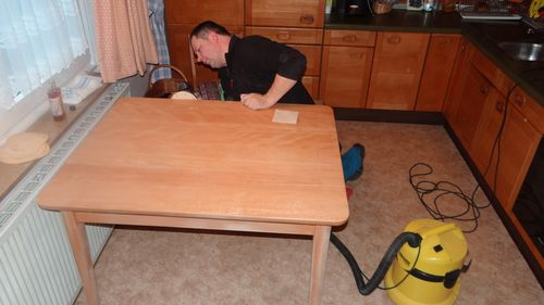 Metamorphose eines Möbelmachertischs durch Drechslermeister Hager