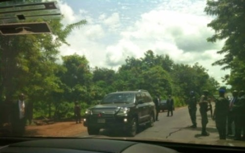 gov 500x312 GOBE!! Gov. Amaechi Arrested, Detained By Soldiers In Ondo – Rivers Govt
