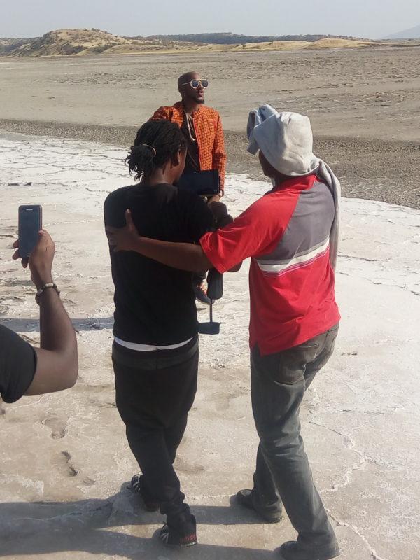 2Baba-Sauti-Sol-Oya-Make-We-Go-Video-Shoot-Naijaloaded-1-600x800