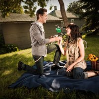 man-proposing-to-woman-at-picnic.jpg
