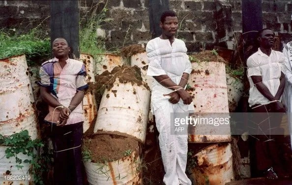 throwback-pictures-public-execution-by-firing-squad-in-lagos-july-1-1995-3