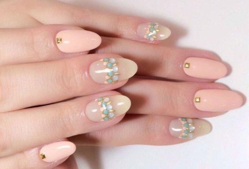 40 Simple And Clean Almond Nail Designs