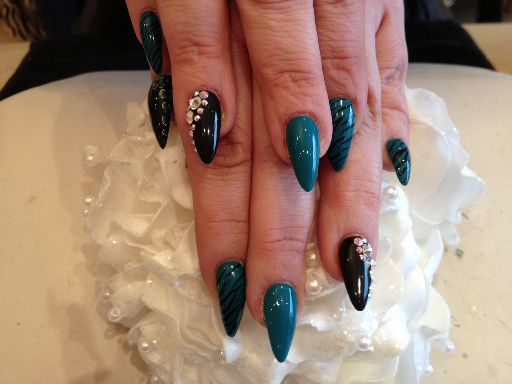 Stiletto Nails With Gel Polish And Nail Art Nail Designs