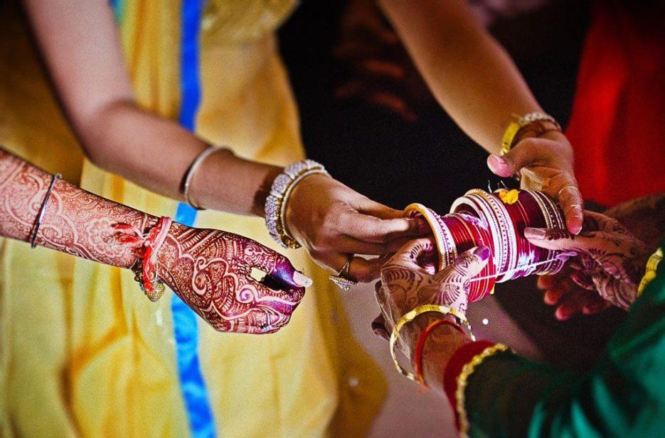 Kshitija-Chuda-Ceremony-Indian-Wedding-Photographer-Naina-Knottytales-10.jpg