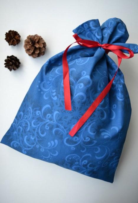 Kalėdinis dovanų krepšelis