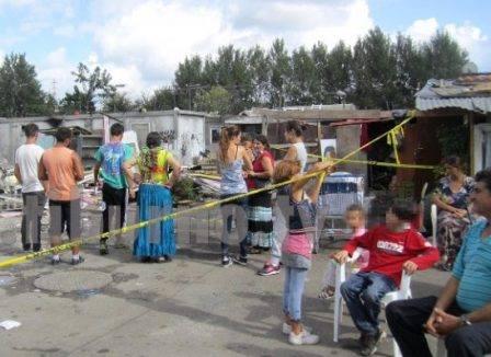 Rissa in campo rom a Napoli, un morto