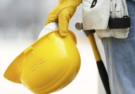 Cade da impalcatura, muore un operaio edile a Portici