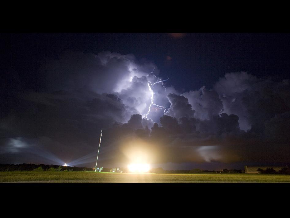 Lava Wallpaper Hd Nasa Lightning Over Launch Pad 39a