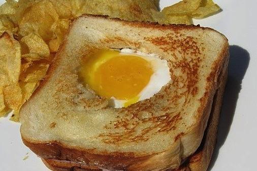 Французский тост с яйцом.