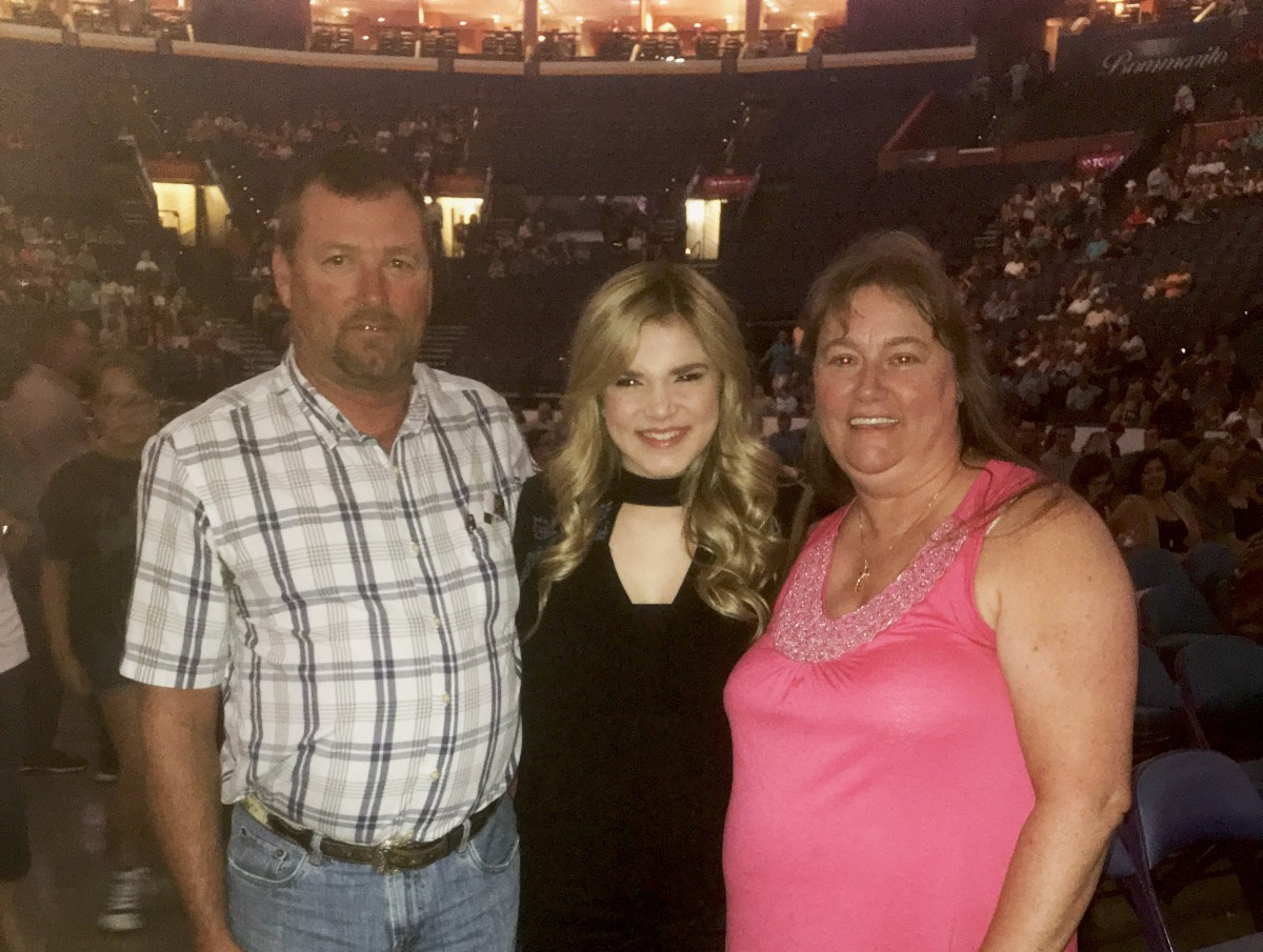 """HEART SLEEVE SOUL"" SINGER MACY MARTIN SURPRISES FANS WITH DOLLY PARTON SHOW"