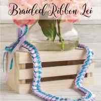 Tutorial for a Tricolor Braided Ribbon Lei with Tricot