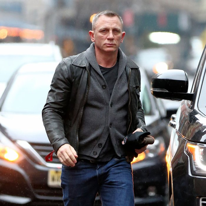 EXCLUSIVE: Actor Daniel Craig arrives for his matinee performance of 'Othello' at New York Theater Workshop in New York City