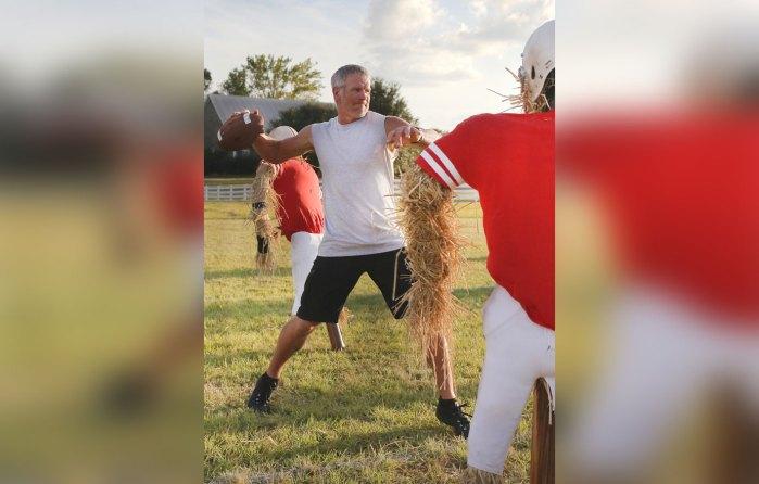 Brett Favre Filming Buffalo Wild Wings `What the Favre?!` TV Commercial