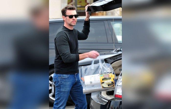Scott Foley Leaving a Supermarket in LA