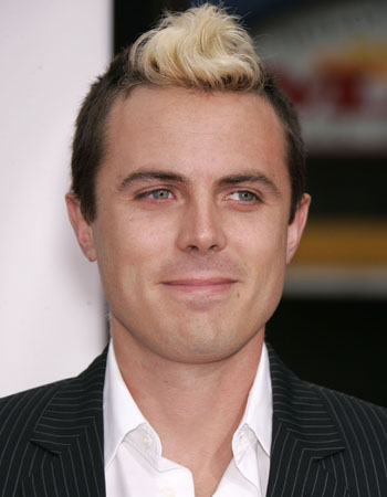 Casey Affleck's skunky mohawk just plain stinks!