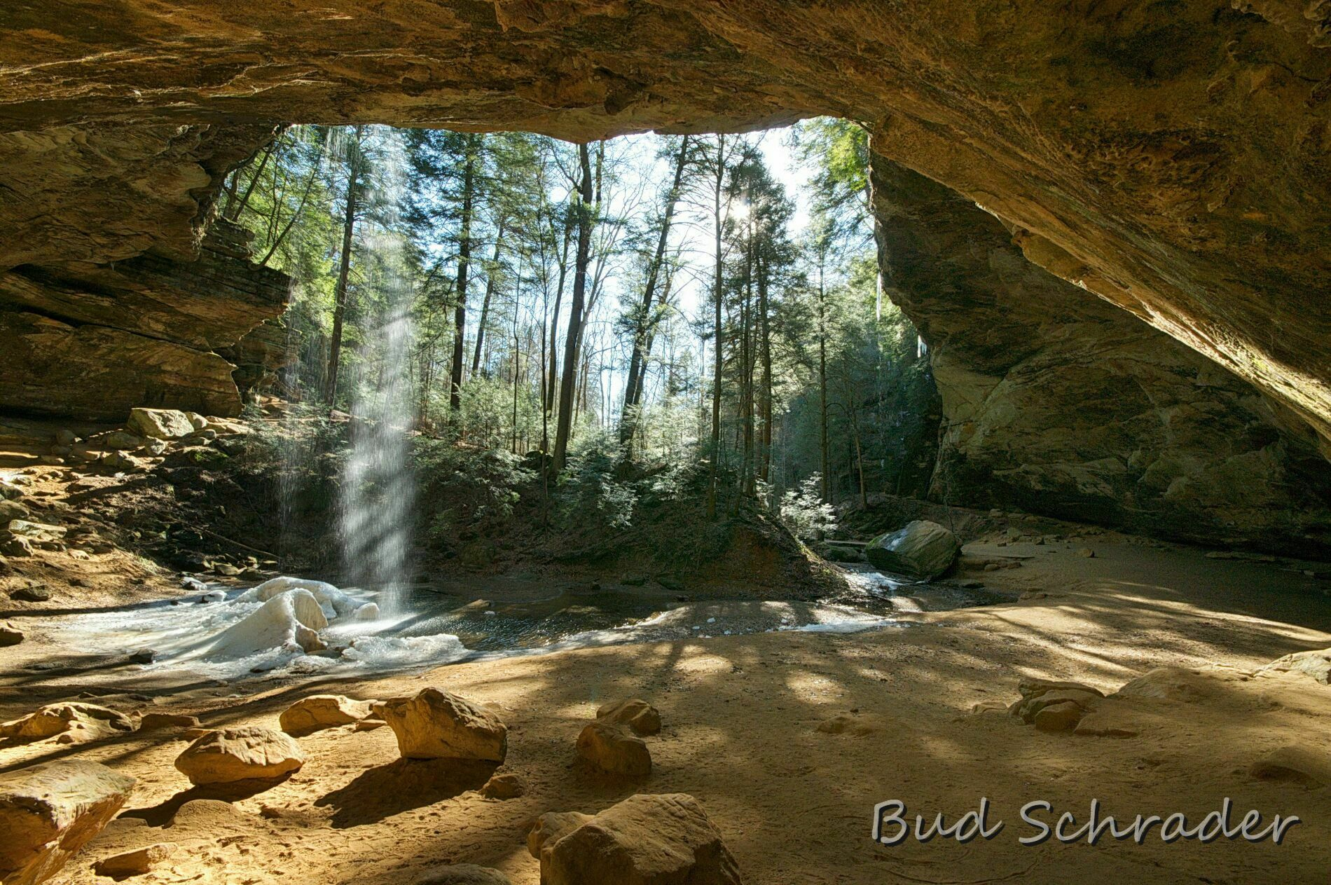 Fall Free Wallpaper Cave Ash Cave At Hocking Hills State Park