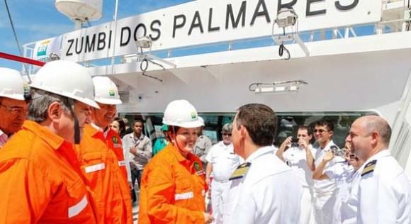 Cerimônia de início de operações do navio-petroleiro Zumbi dos Palmares - foto R Suckert Filho via Agência Brasil