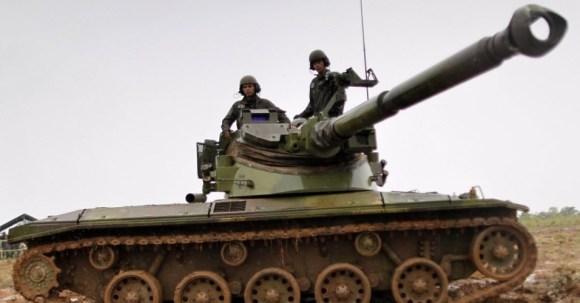 29out2013---fuzileiros-navais-da-marinha-participam-de-treinamento-militar-chamado-de-operacao-formosa-no-campo-de-instrucao-de-formosa-distante-cerca-de-cem-quilometros-ao-norte-de-brasilia-nesta-1383078076470_956x500