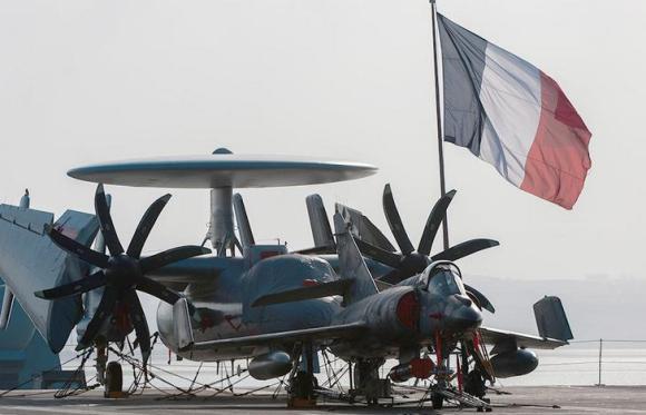 Aeronaves do Charles de Gaulle em escala no Dibouti em dez 2013 - foto Marinha Francesa