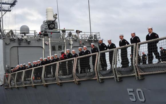 USS Taylor - fragata classe Oliver Hazard Perry - deixando a Flórida em janeiro de 2014 - foto 2 USN
