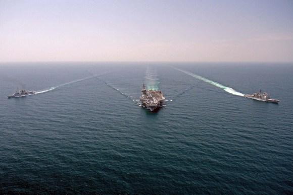 FS Jean Bart - D615 - USS George HW Bush - CVN 77-  e USS Philippine Sea CG 55 - foto USN