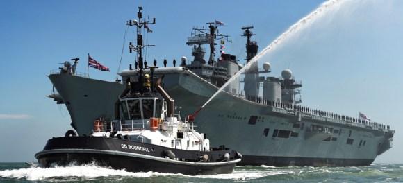 HMS Illustrious volta a Portsmouth pela última vez - foto Royal Navy