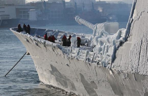 navio de guerra com gelo - foto em caráter meramente ilustrativo e metafórico