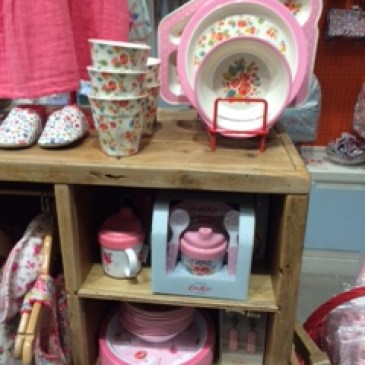 ロンドンのおしゃれ雑貨屋でイギリス風のインテリアお土産探し、食器、アクセサリー、文房具、コスメ