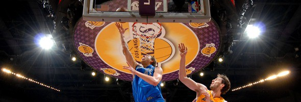 Primer enfrentamiento de Nowitzki contra Lakers en Playoffs
