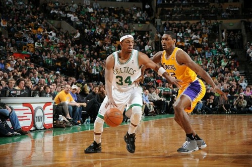 Paul Pierce contra Ron Artest