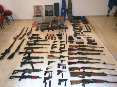Ελεύθερος με όρους ο 26χρονος για τα όπλα – Άλλαξε το κατηγορητήριο