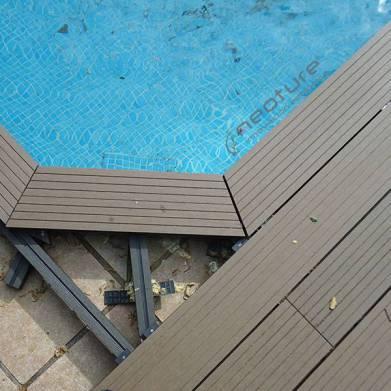 Instalacion tarima exterior madera f cil de mantener for Coronacion de piscinas