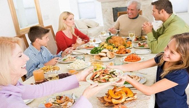 Member-eating-food-together-Netmarkers