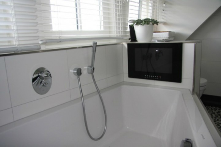 Fernseher für das Badezimmer - neuesbad Magazin - badezimmer einbau