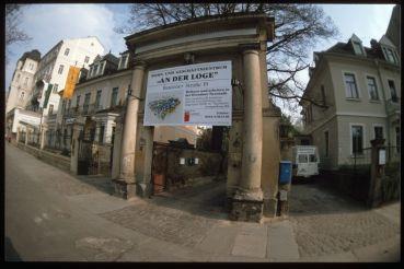 Da war die Karree-Bebauung, wo später die Polizei einziehen sollte noch ein Plan. Alaunstraße im Bau - Foto: Lothar Lange