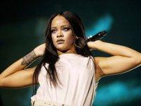 Rihanna-2016-Sweden-billboard-onstage-1548
