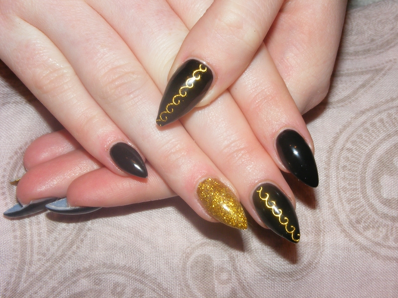 Beautiful Attractive Black And Gold Nail Ideas Frieze Nail Paint