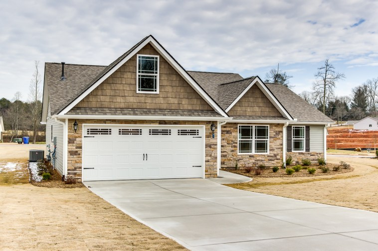 300 Hawk Valley Dr, Travelers Rest, SC-2